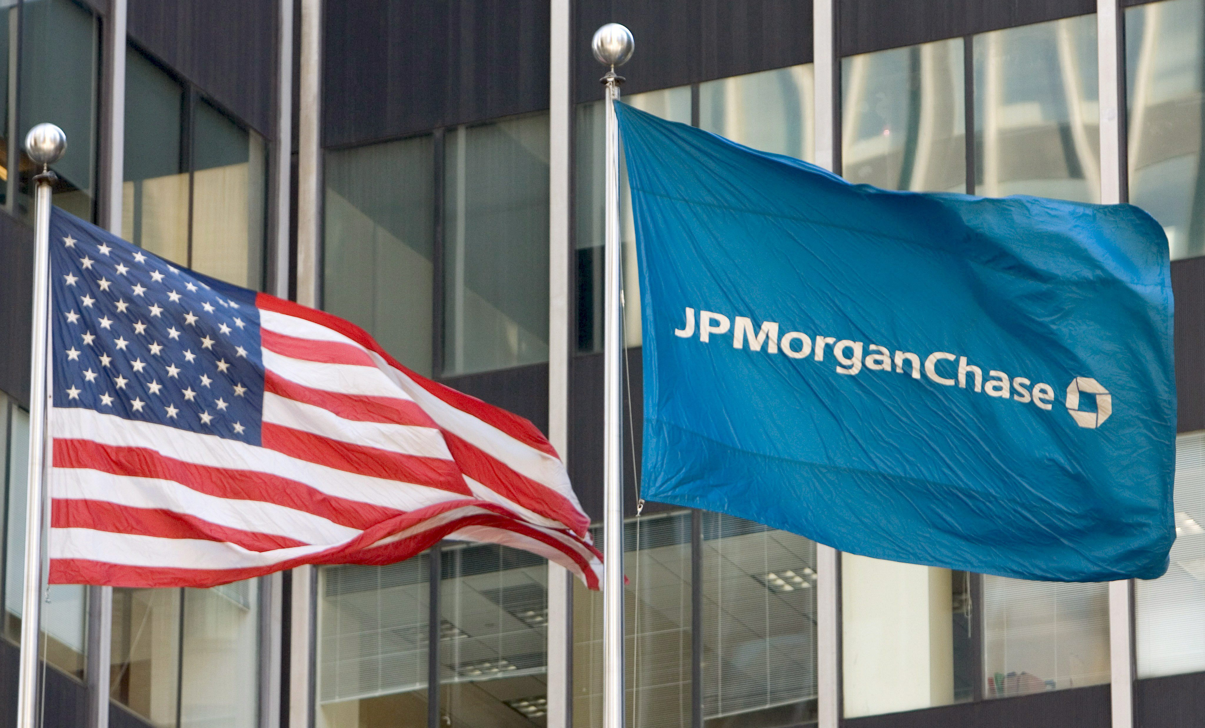 home loans and bear stearns jpmorgan chase Jp morgan chase said sunday it will acquire rival bear stearns for a bargain-basement $2362 million, a stunning collapse for one of the world's largest and most storied investment banks.