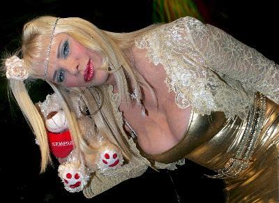 La Cicciolina, quien vendió 600.000 videos pornográficos al año a