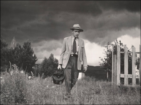 El doctor Ceriani yendo de casa al hospital, 1948.