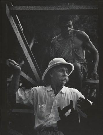 El doctor Albert Schweitzer durante el proyecto de construcción, 1954.