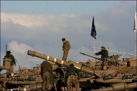 Soldados israelíes desplegados en la frontera con Gaza, el viernes 2 de enero. EFE/Pavel Wolbwerg