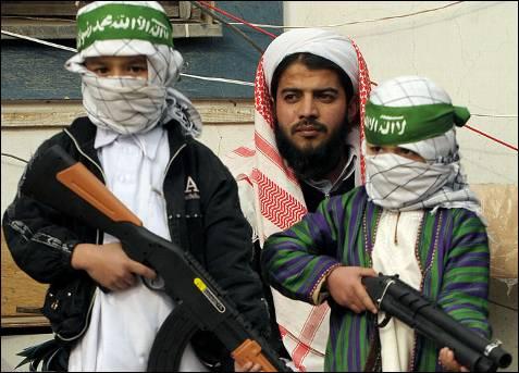 Niños afganos durante una manifestación en una mezquita de Kabul contra la ofensiva israelí sobre Gaza. MASSOUD HOSSAINI / AFP
