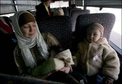 Más de 400 extranjeros y palestinos con pasaporte de distintos países han abandonado hoy la castigada Franja de Gaza. PAVEL WOLBERG / EFE