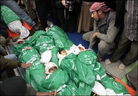 Un misil israelí se llevó por delante a todos los los miembros de la familia de Nizar Rayyan, ocho niños y cuatro mujeres, para acabar con el dirigente de Hamás. MOHAMMED SALEM / REUTERS