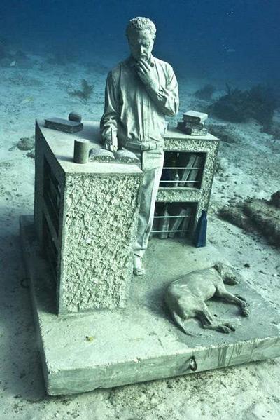 Otra escultura del museo submarino de Cancún. EFE