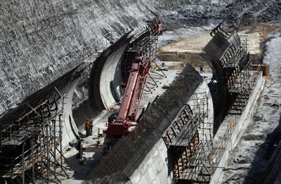 Fomento quiere impulsar las infraestructuras con 15.000 millones de inversión extra en 2010. - MÓNICA PATXOT