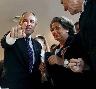 El presidente de la Generalitat, Francisco Camps, y la alcaldesa de Valencia, Rita Barberá, durante la inauguración del cuarto congreso nacional de arquitectos. EFE