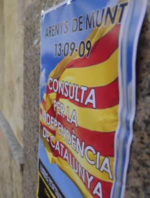 Pancartas sobre el referendum de la independencia que se llevara a cabo el proximo 13 de septiembre Arenys de Munt. MANU FERNÁNDEZ