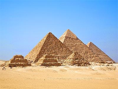 Pirámides de Giza cerca de El Cairo, en Egipto.