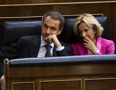 El Gobierno, con Zapatero y Salgado a la cabeza, está preocupado por la pérdida de crédito de la economía. - EDU PARRA