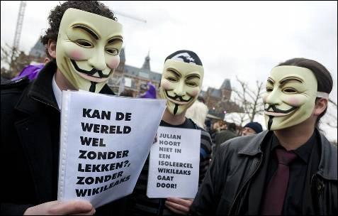 Miles de manifestantes apoyan a Julian Assange, fundador de Wikileaks en Amsterdam, Holanda. AFP PHOTO