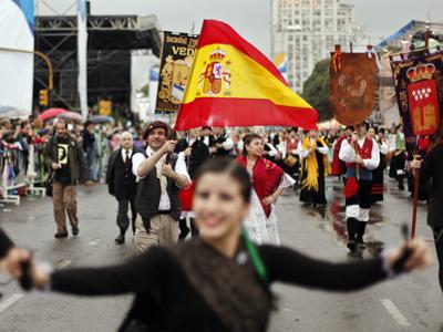 La delegación española en Argentina, en mayo, durante los desfiles del Paseo del Bicentenario de Buenos Aires.efe
