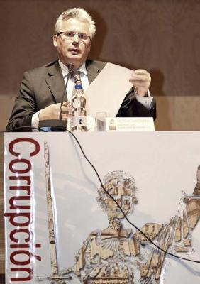 El juez de la Audiencia Nacional, Baltasar Garzón, interviene durante el XXII Congreso de Derecho Penal de la Universidad de Salamanca. EFE