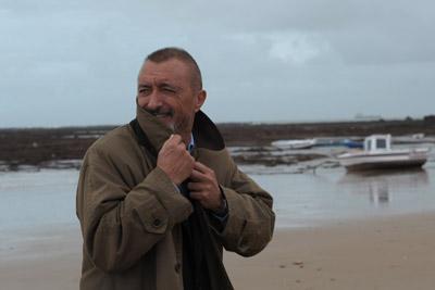 Pérez Reverte visitó ayer Cádiz y San Fernando, ciudades en las que ambienta su novela El asedio, que ya tiene trazas de superéxito.