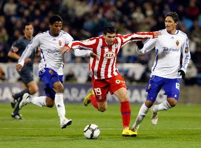 1-1. El Atlético rescata en Zaragoza un punto en la prolongación con un hombre menos
