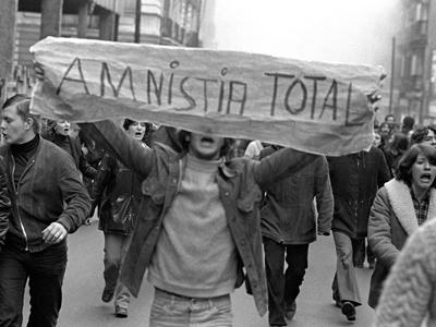 Manifestación pro amnistía en enero de 1977 en Madrid en la que murió el estudiante Arturo Ruiz. - efe