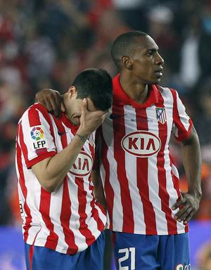 Reyes y Perea se lamentan tras la derrota del Atlético en la Copa  del Rey.