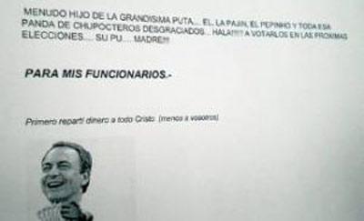 Imagen cedida por El Periódico de Extremadura que muestra el cartel situado junto a la puerta del juzgado.