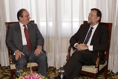 Rajoy, con el hombre que hundi� Grecia. El 13 de julio de 2009, Rajoy se entrevist� en Madrid con el entonces primer ministro griego, el conservador Kostas Karamanlis.