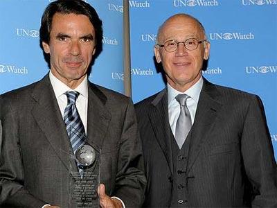 Aznar, junto al embajador de Israel ante la ONU, Aharon Leshno-Yaar, tras recibir la semana pasada el premio 'Guardián de la Libertad'.