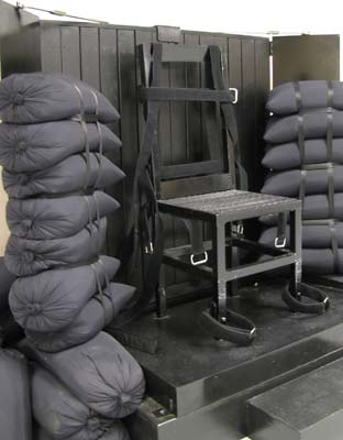 Fotografía de la silla que será usada en la ejecución. Gardner tendrá un objetivo puesto en su corazón y le dispararán cinco tiradores pagados, cuatro de ellos con balas reales y uno con balas de salva. EFE/UTAH DEPARTMENT