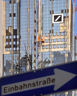 Deutsche Bank mantiene casi 800 millones de euros en apuestas  contra la bolsa española.