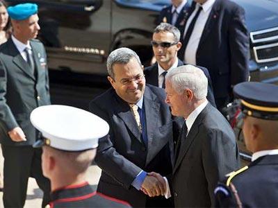 Barak con el secretario de Defensa de Estados Unidos, este lunes. EFE