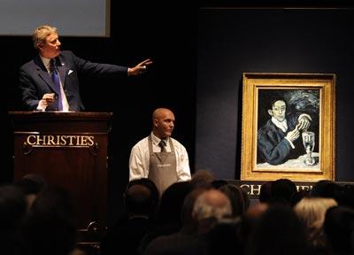 Un momento de la subasta del retrato pintado por Picasso, ayer, en