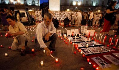 Miles de velas fueron encendidas en recuerdo de las víctimas del franquismo.