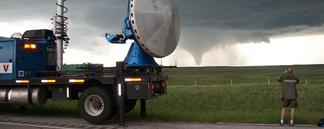 http://imagenes.publico.es/resources/archivos/2010/6/4/1275677765355caza-tornados-den.jpg