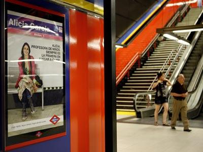 Cartel publicitario en una estación de metro de Madrid.MÓNICA PATXOT