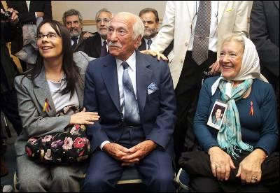 Dos de los demandantes, Inés García Holgado y Darío Rivas (Izquierda y centro)