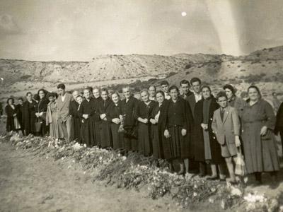 Las familias de La Barranca se reunieron en los setenta en la enorme fosa riojana para evitar unas obras, como cuenta Jesús Vicente Aguirre en 'Aquí nunca pasó nada'.