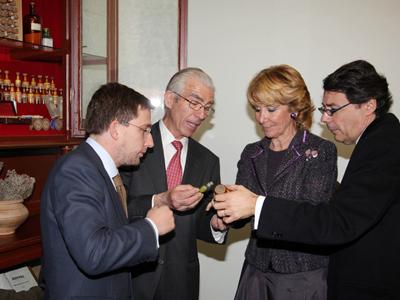 Esperanza Aguirre en el Instituto Homeopático