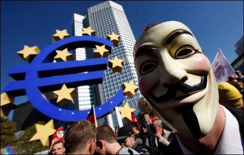 Un manifestante protesta ante la sede del Bance Central Europeo en Frankfurt. -