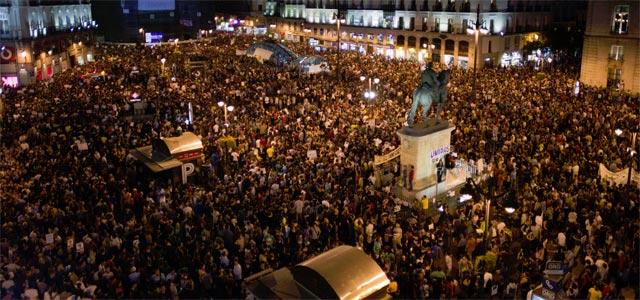 La Puerta del Sol de Madrid, hasta arriba. ÁNGEL NAVARRETE
