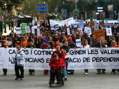 El País Valencià era una de las autonomías que peor gestionaban el sistema de dependencia, hasta que los impagos de Cospedal han superado cualquier expectativa. juan navarro