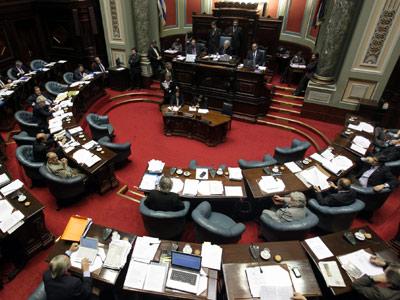 Debate en el Senado de Uruguay, donde sólo el Frente Amplio apoyó que los crímenes de la dictadura puedan ser juzgados. -Iván Franco / Efe