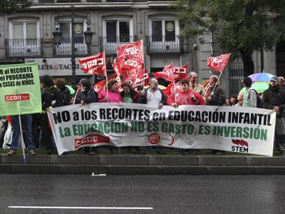 Los profesores de Madrid volvieron a protestar ayer en la Consejería. guillermo sanz