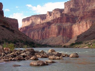 El Gran Cañón contiene grandes reservas de uranio.-