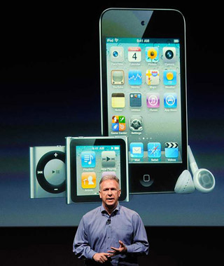El vicepresidente de Marketing de Apple, Phil Schiller, presentó el iPhone 4S.