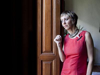 Victoriana de la Fuente espera a su hijo adoptivo en su casa de Madrid.-