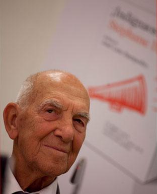 Stéphane Hessel, autor de '¡Indignaos!' y '¡Comprometeos!'. Público