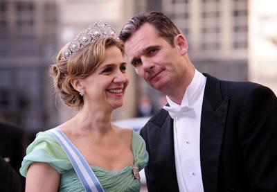 Los duques de Palma, el 19 de Junio de 2010, a su llegada al banquete de boda de la princesa sueca Victoria y su marido, Daniel Westling. AFP