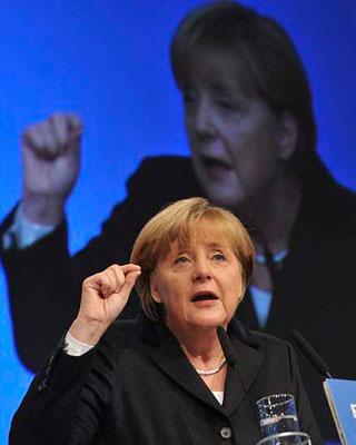 La canciller alemana, Angela Merkel, interviene durante la jornada inaugural del Congreso federal de la Unión Cristianodemócrata (CDU).