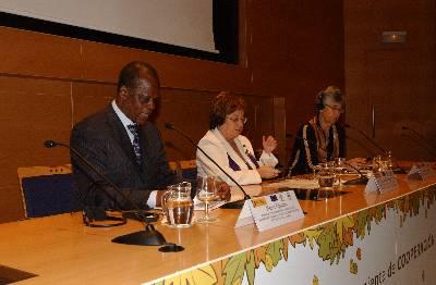 El Ministro de Desarrollo Sostenible, Economía Forestal y Medio Ambiente de la República de Congo, Henri Djombo, la Subsecretaria del Ministerio de Medio Ambiente y Medio Rural y Marino, Mª Felicidad Montero, y la presidenta de WWF Internacional Yolanda Kakabadse, en la inauguración del seminario.