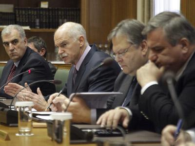 El primer ministro griego, Yorgos Papandreus, se reúne con la oposición. EFE