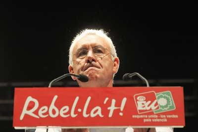 El candidato de Izquierda Unida a la presidencia, Cayo Lara, ayer en el Polideportivo Florida Babel de Alicante. Juan Navarro