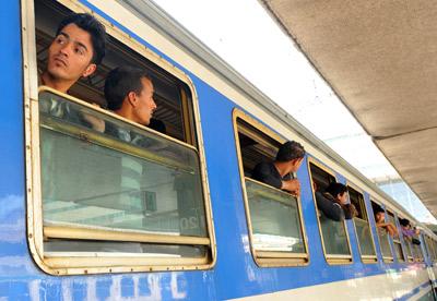 Inmigrantes tunecinos en la estación italiana de Rimini el pasado mes de abril. AFP / ANDREAS SOLARO
