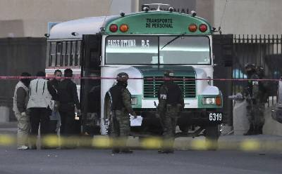 Un autobús que fue atacado por un grupo armado en Veracruz. EFE/Archivo
